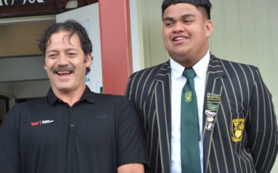 Willie Apiata wows students at Mana College